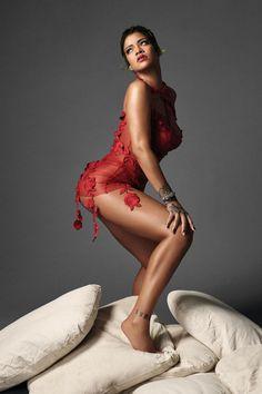 Rihanna (06/02/2021 for VOGUE the production was made by Rihanna and her team and companies #rihanna #fenty #savagexfenty #badgalriri #riri #fentybeauty #fentyskin #fashion #vogue Rihanna Vogue, Rihanna Riri, Beyonce, Rihanna Cover, The Face Magazine, Fashion Bible, Celebrity Scandal, Chrome Hearts, Chopard