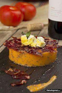 Salmorejo with Iberian Acorn Ham. Finger Food Appetizers, Appetizer Recipes, Tapas Menu, Food Porn, Spanish Dishes, Yummy Food, Tasty, Snacks, Mediterranean Recipes