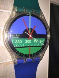 Eine seltene und wunderschöne Kollektionswanduhr der PopSwatch Reihe Nautilus Aqua Love Maxi um 1987.Die Uhr funktioniert reibungslos und befindet sich in einem sehr gutenZustand mit altersbediengten Gebrauchsspuren wie kleine Kratzer undAbreibungen. Die Uhr ist eine beliebtesten MAXIS, aber kaum zubekommen. Ein seltenes Kollektionsstück für jeden Sammler.Uhr-Durchmesser ca. 34,0 cm / Armbandlänge ca. 210,0 cm