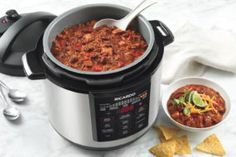 Make this hearty two-meat chili recipe in your RICARDO electric pressure cooker or Instant Pot. No Meat Chili Recipe, Chili Recipes, Pressure Cooker Beef Stroganoff, Sauce Pour Porc, Instant Pot, Ricardo Recipe, Electric Pressure Cooker, Fish Curry, No Cook Meals