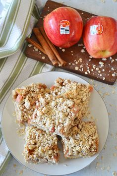 Take your breakfast on-the-go with these Apple Crisp Breakfast Bars. Just layer your ingredients and bake for a healthy, delicious way to start the day. Perfect for a make-ahead breakfast, grab and go snack or even as dessert! Recipe modifications included to make gluten-free, vegan or dairy-free. Breakfast Bars Healthy, Grab And Go Breakfast, Breakfast Recipes, Breakfast Ideas, Apple Crisp, Healthy Dessert Recipes, Dairy Free, Gluten Free, Recipe Modifications