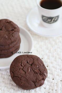 Bazen öyle basit bir kurabiye yapmak istersiniz; birkaç malzeme koyup yoğurayım, hemen pişireyim, bir de bakayım servise hazır olsun... Bu seviyeye kadar bu isteklere uyan çok tarif var ama ben bu ...