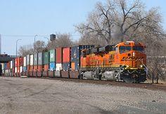 BNSF 6600 rolls through Minneapolis Junction | Flickr - Photo Sharing!