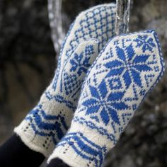 Rosevotter pattern by Hillesvåg Ull Design Team Mittens Pattern, Knit Mittens, Mitten Gloves, Fair Isle Knitting, Free Knitting, Knitting Patterns, Drops Design, Big Knit Blanket, Big Knits