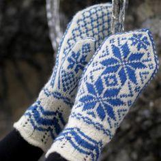 Rosevotter pattern by Hillesvåg Ull Design Team Fair Isle Knitting, Free Knitting, Knitting Patterns, Mittens Pattern, Knit Mittens, Big Knit Blanket, Jumbo Yarn, Big Knits, String Bag
