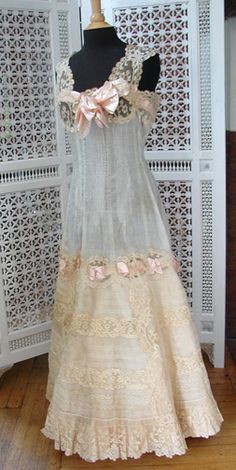 Clothes for Romantic Night - Vintage/fashion/slip - If you are planning an unforgettable night with your lover, you can not stop reading this! Lingerie Vintage, Vintage Gowns, Vintage Lace, Vintage Outfits, Edwardian Fashion, Vintage Fashion, Vintage Beauty, Style Édouardien, Fru Fru