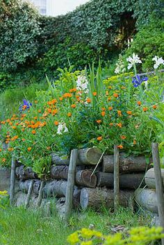 059354.jpg....Another great rustic country idea for a raised flower bed!