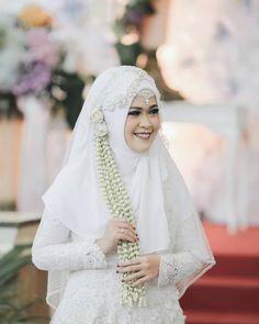 Wedding Hijab, Wedding Dresses, Muslim Brides, Kebaya, Wedding Inspiration, Womens Fashion, Islamic, Instagram Posts, Beauty