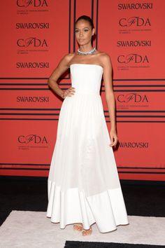 Joan Smalls en vestido de la colección crucero 2014 de Givenchy...