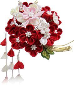 日本の伝統工芸「つまみ細工」教室♥ Japanese Hairstyle, Kanzashi Flowers, Hair Ornaments, Japan Fashion, How To Make Wreaths, Flower Crafts, Fabric Flowers, Hair Pins, Diy Wedding