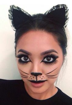 Are you looking for inspiration for your Halloween make-up? Browse around this website for perfect Halloween makeup looks. Cat Halloween Makeup, Halloween Makeup Looks, Halloween Halloween, Cheep Halloween Costumes, Bricolage Halloween, Halloween Parties, Gel Eyeliner, Black Eyeliner, Eyeliner Ideas