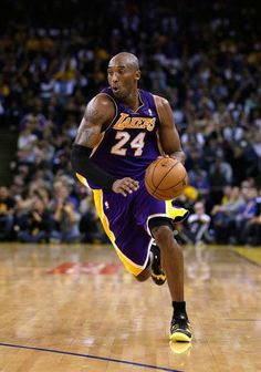Kobe Bryant This was going to end in a POSTER of someone Bryant Basketball, Basketball Is Life, Basketball Legends, Sports Basketball, Basketball Players, Kobe Bryant Family, Kobe Bryant 24, Lakers Kobe Bryant, Kobe Bryant Pictures