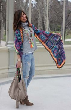 New crochet granny square scarf pattern diy Ideas Crochet Shawls And Wraps, Knitted Shawls, Crochet Scarves, Crochet Clothes, Crochet Hats, Crochet Outfits, Crochet Granny, Diy Crochet, Granny Square Poncho