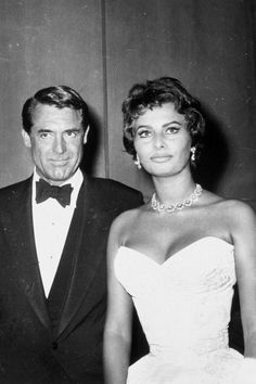 Cary Grant and Sophia Loren. Sophia Loren: The Style And Wisdom Of A Screen Goddess Hollywood Stars, Old Hollywood, Golden Age Of Hollywood, Hollywood Glamour, Classic Hollywood, Cary Grant, Divas, Sophia Loren Images, Italian Actress