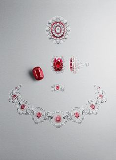 Treasure of rubies – High Jewlery – Van Cleef & Arpels Treasure of rubies . - Treasure of rubies – High Jewlery – Van Cleef & Arpels Treasure of rubies – High Jewlery – - Ruby Jewelry, Jewelry Model, Rose Gold Jewelry, Sea Glass Jewelry, High Jewelry, Jewelry Findings, Jewelry Art, Gemstone Jewelry, Jewelry Dish