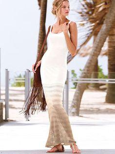 涼しげな白とブラウンのグラデーションドレスでエレガントな着こなし。春夏ファッションのお呼ばれドレス参考♪
