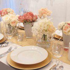Coral, peach and gold table decor #weddingflowers #centrepiece #weddingdecor Unico Decor Inc - weddings, events and seasonal designs Dieppe/Moncton - Centerpieces - Centerpieces