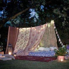 Une tente bohème pour se protéger de la chaleur et du soleil le 6 aout