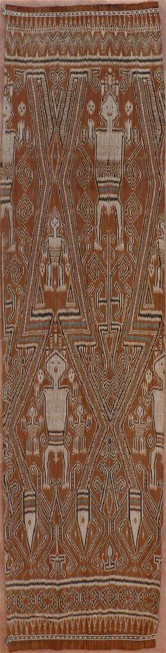 Indonesian Pau kumbu - Warp Ikat Textile from Kalimantan, Borneo, Indonesia… Textiles, Textile Prints, Textile Design, Textile Art, Ethnic Patterns, Textile Patterns, Monuments, Textile Museum, Indonesian Art