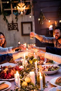 a weeknight dinner party. a weeknight dinner party. Party Decoration, Table Decorations, Parties Decorations, Outdoor Dinner Parties, Party Outdoor, Outdoor Food, Outdoor Dining, Dinner With Friends, Snacks Für Party