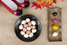 컨셉, 컨셉트, 사진, 새해, 오브젝트, 한식, 음식, 추석, 한가위, freegine, 가을, 전통, 송편, 떡, 단풍, 전통음식, 명절, 꽃신, 에프지아이, FGI, pho169, pho169b #유토이미지 #프리진 #utoimage #freegine 17002086