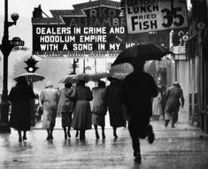 Featuring over 50 never-before-seen objects, including photographs, contact sheets, and manuscripts, Invisible Man: Gordon Parks and Ralph Ellison In Gordon Parks, Walker Evans, Harlem New York, Harlem Nyc, Helen Levitt, Ralph Ellison, Park Photography, White Photography, Classic Photography