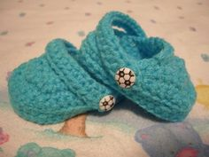 seriously? Knitted baby crocs? knit-purl-create