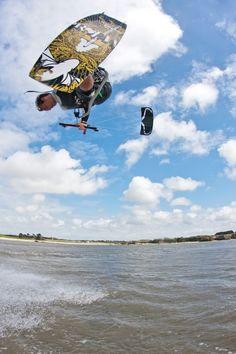 Rider glissevolution Kitesurf  - Valentin Marville à Pont Mahé    http://www.glissevolution.com/   photo : http://photo.martinwebcom.com/