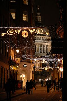 St. Paul's and Christmas Lights, London : On Watling St or Bow Church Yard