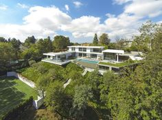 Home on Holmby Hills - http://www.interiordesign2014.com/interior-design-ideas/home-on-holmby-hills/