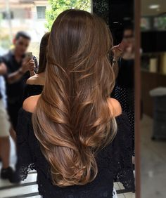 Shaggy Blonde Waves - 40 Picture-Perfect Hairstyles for Long Thin Hair - The Trending Hairstyle Brown Hair Balayage, Brown Blonde Hair, Light Brown Hair, Brunette Hair, Hair Highlights, Long Brunette, Long Face Hairstyles, Straight Hairstyles, Long Thin Hair