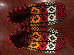 Hey, I found this really awesome Etsy listing at https://www.etsy.com/ru/listing/257088026/red-and-orange-hand-knitted-slippers