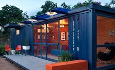 Criada pelo pessoal do Poteet Architects, esse container se transformou em uma estilosa casa ecológica com piso de bambu e telhado verde