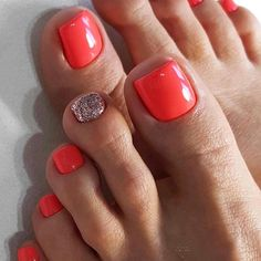 "Fußnägel Ideen Red pedicure design ideas for your toenail Wedding Consultants ""To Hire Or Not"" Artic Coral Toe Nails, Toe Nail Color, Summer Toe Nails, Toe Nail Art, Nail Colors, Pedicure Summer, Summer Pedicure Designs, Beach Pedicure, Chevron Nails"