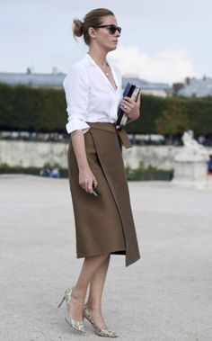A Paris Fashion Week show-goer: photo credit Elizabeth Khan-Greig, via the Daily Telegraph
