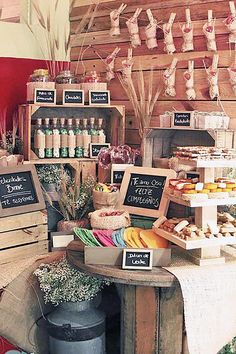 One of the budget-friendly element of country wedding is wooden crates. In our guide of wooden crates wedding ideas, we gathered the most pinned picture Candy Bar Rustique, Rustic Candy Bar, Vintage Candy Bars, Candy Table, Candy Buffet, Dessert Buffet, Dessert Bars, Wooden Crates Wedding, Bar A Bonbon