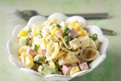 Kinkku-pastasalaatti Food For Thought, Pasta Salad, Potato Salad, Food And Drink, Healthy Recipes, Healthy Food, Baking, Vegetables, Eat