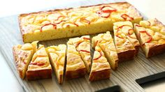 Watch Martha Stewart's Cheese and Sweet Pepper Buttermilk Cornbread Video. Get more step-by-step instructions and how to's from Martha Stewart.