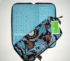 Vera Bradley Travel Organizer in Java Blue original       Great for daily use and even better for travel. Features an outside pocket for airline ticke