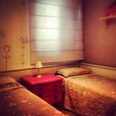 Quarto com cômoda provençal em laca pink Projeto by Neo Arq SP