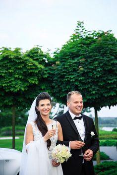 Przepiękna para młoda i elegancki ślub w obiektywie MCF Studio Wedding Bride, Wedding Dresses, Weddings, Couples, Fashion, Stop It, Bride Dresses, Moda, Bridal Gowns