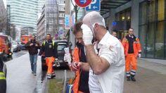 Hamburg City: Blutiges Ende eines Manager-Meetings http://www.bild.de/regional/hamburg/messer/blutiges-ende-eines-manager-meetings-39303386.bild.html
