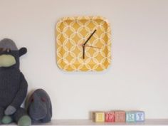 Cheap Crafts To Make and Sell - Paper Plate Clock - Inexpensive Ideas for DIY Craft Projects You Can Make and Sell On Etsy, at Craft Fairs, Online and in Stores. Quick and Cheap DIY Ideas that Adults and Even Teens Can Make on A Budget http://diyjoy.com/cheap-crafts-to-make-and-sell