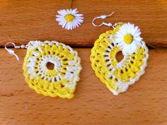 Daisy earrings crochet