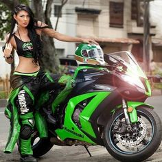 Kawasaki Ninja Neon PInk Please! Kawasaki Ninja, Motos Kawasaki, Kawasaki Motorcycles, Kawasaki Zx10r, Motorbike Girl, Motorcycle Bike, Motorcycle Girls, Girl Bike, Motorcycle Fashion
