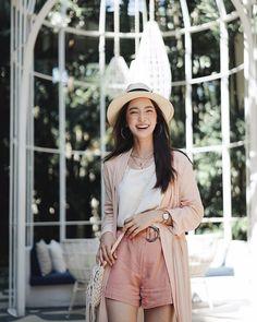 Thai Fashion, Korean Girl Fashion, Womens Fashion, Summer Fashion Outfits, Casual Outfits, Photography Poses Women, Fashion Poses, Outfit Goals, Ulzzang Girl