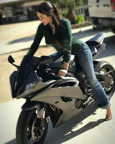 Trendy Ideas For Motorcycle For Women Biker Girl Motors Girl Riding Motorcycle, Motorbike Girl, Girl Bike, Moto Bike, Motorcycle Bike, Lady Biker, Biker Girl, Motard Sexy, Yzf R125