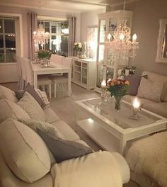 Schäbig SchäbigCalifornia Casual family room by Katie Monkhouse Interior Design - Love the look of multiple pain. Living Room Interior, Home Living Room, Apartment Living, Interior Design Living Room, Living Room Designs, Casas Shabby Chic, Design Salon, Living Room Decor Cozy, Small Master Bedroom