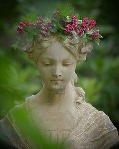 peaceful statuary - All For Garden Head Planters, Deco Floral, Formal Gardens, My Secret Garden, Garden Statues, Outdoor Statues, Plantation, Garden Ornaments, Dream Garden