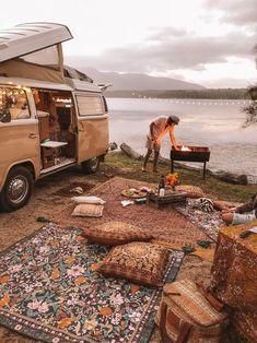 Van life picnic with Wandering Folk Van Leben Picknick mit Wandering Folk - Creative Vans Kombi Trailer, Kombi Motorhome, Zelt Camping, Kombi Home, Van Living, Living Room, Camper Life, Camper Van, Truck Camper